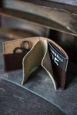 Image of Cartera porta agujas de cuero de Merchant & Mills