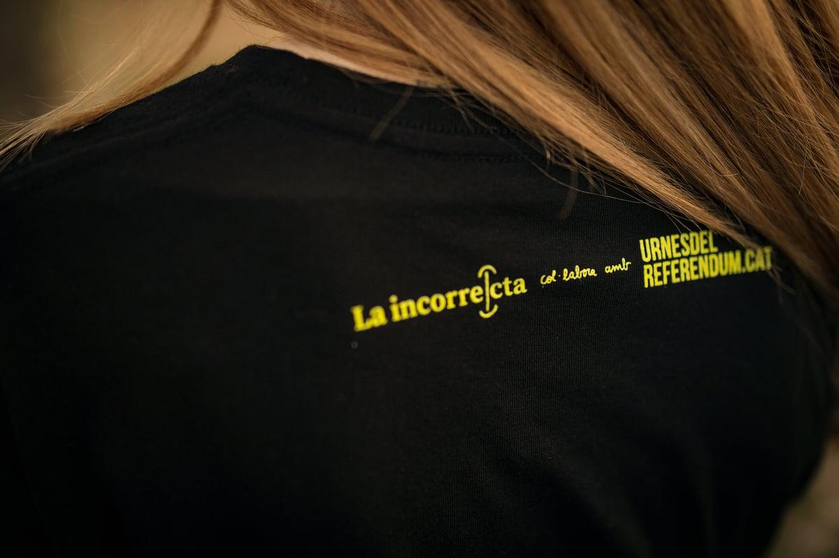 Image of Samarreta solidària unisex - LLIBERTAT