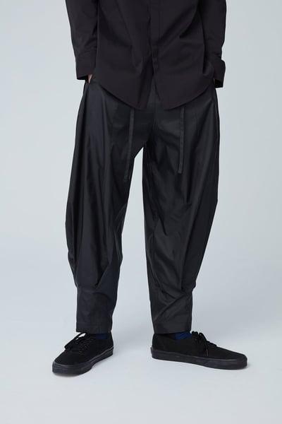 Image of TRAN - 綁帶微寬球型褲 (黑)