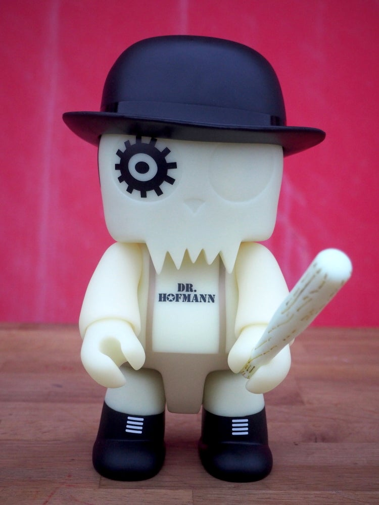 Image of Dr. Hofmann QEE TOY2R GLOW IN THE DARK - Limited Edition