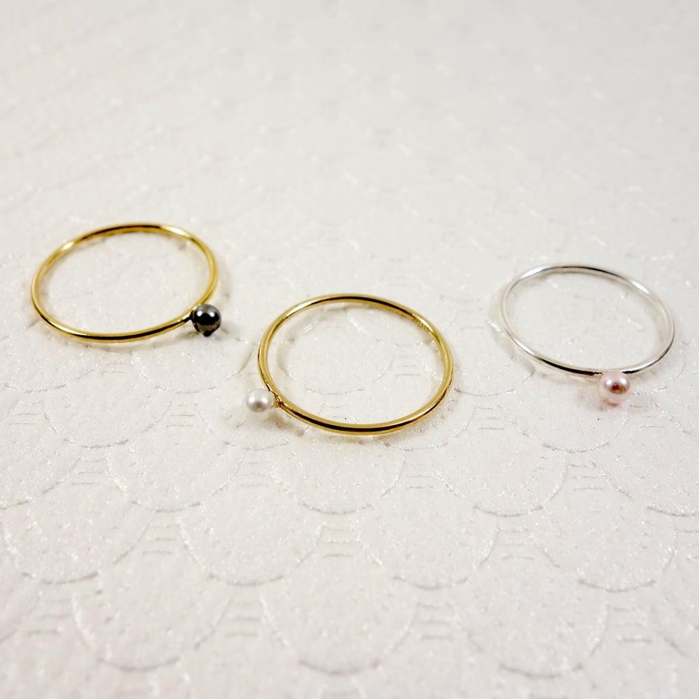 Image of Mini Pearl Ring