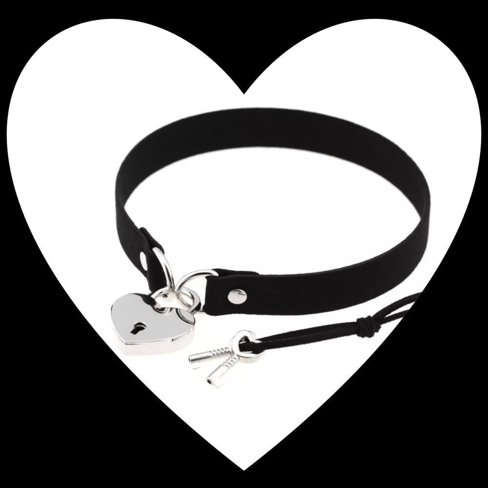 Image of Locking Heart Choker