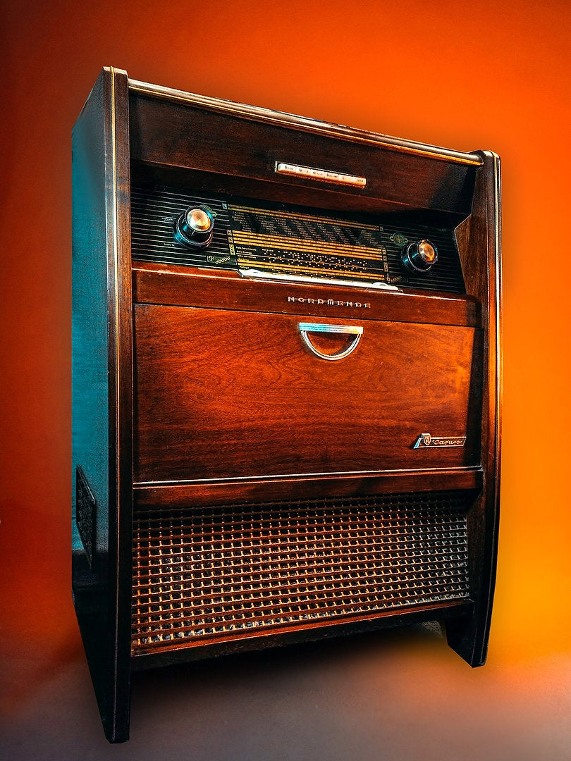 Image of NORMENDE CARUSO (1957) RADIOMOBILE VINTAGE BLUETOOTH