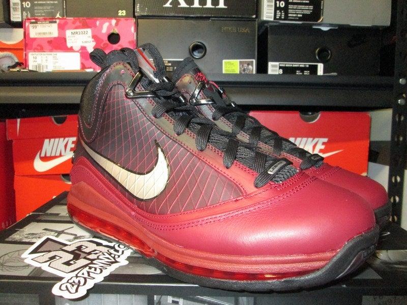 "Image of Air Max LeBron VII (7) ""Christmas"" 2019"