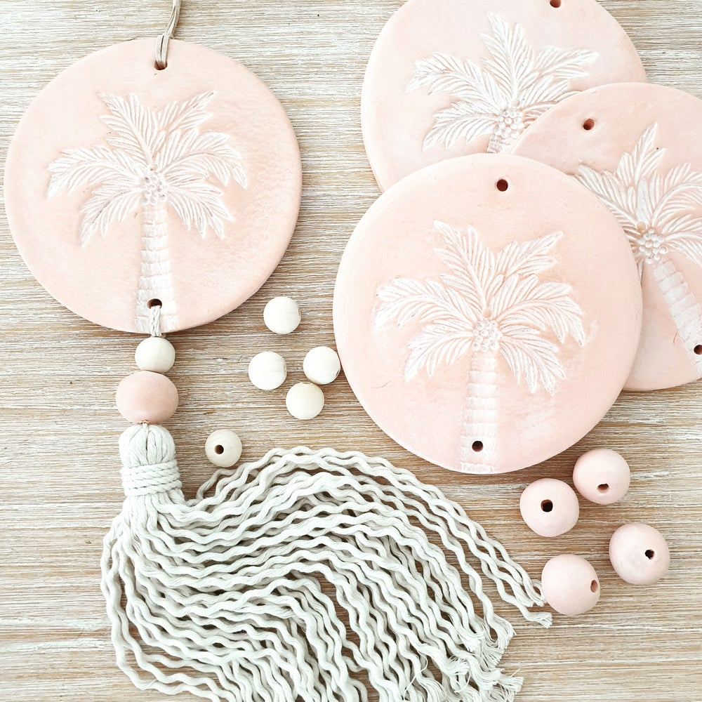 Image of Endless summer Palm Tassel Peachy pink/white