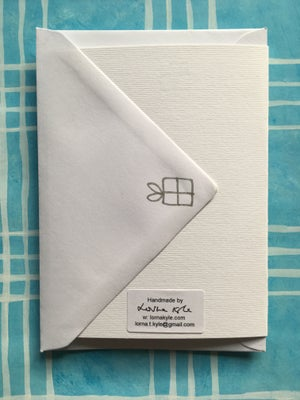 Image of Silver Bow Dotty Present