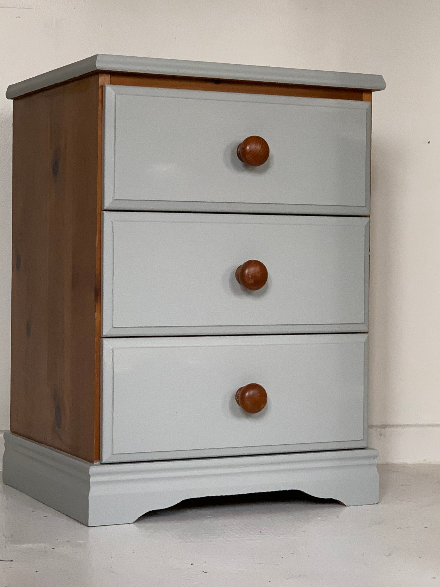 Image of Pine chest of 3 sturdy draws