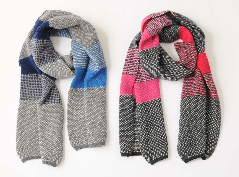 Image of Tuck Large Stripe Shawl / Grey or Charcoal