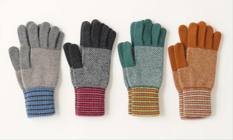 Image of Tuck Large Stripe Gloves
