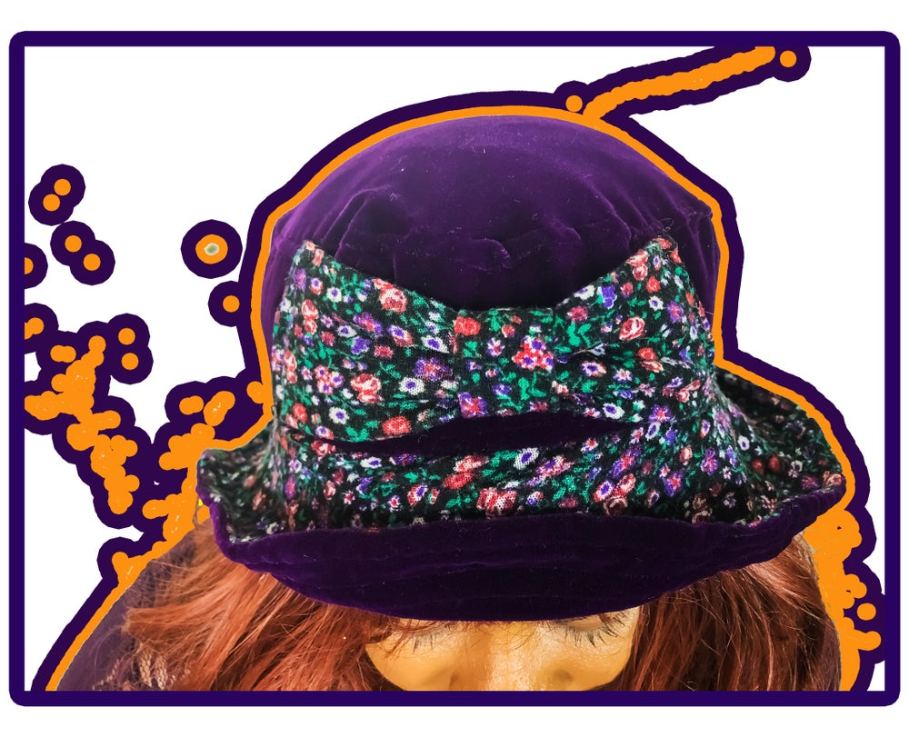 "Image of RECONCRI ""MOE BOW"" BUCKET HAT (ONE SIZE)"