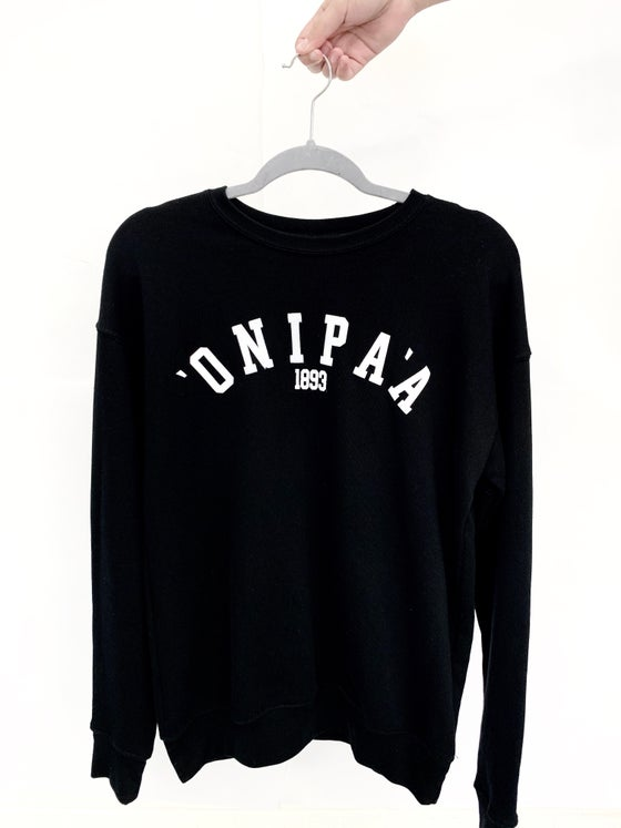 Image of ʻONIPAʻA • UNISEX FLEECE SWEATSHIRT BLACK