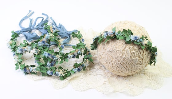 Image of Blue Blooms 'n Berries on Leafy Halo/Silk Tieback