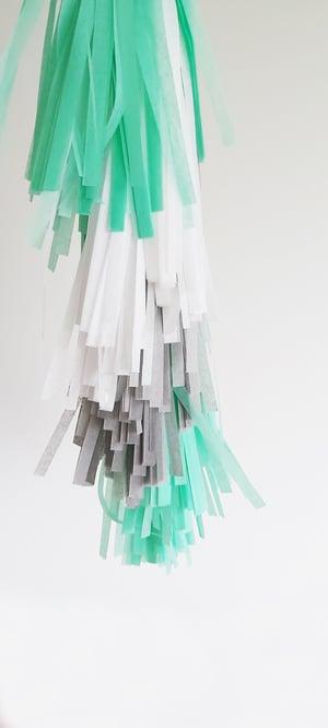 Image of Guirnalda de flecos Mint Grey