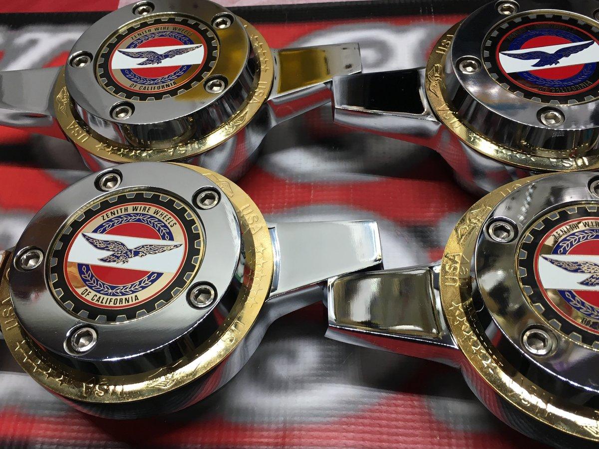 Image of Zenith gold rings locking knock off set (4)
