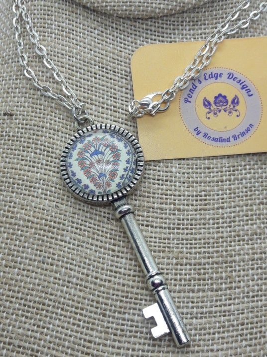 Image of Feather Pattern Key Necklace