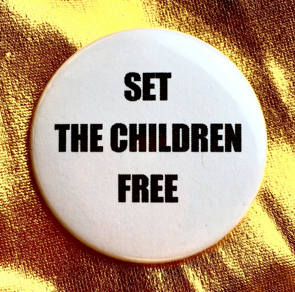 Image of Button #12 (Free The Children)