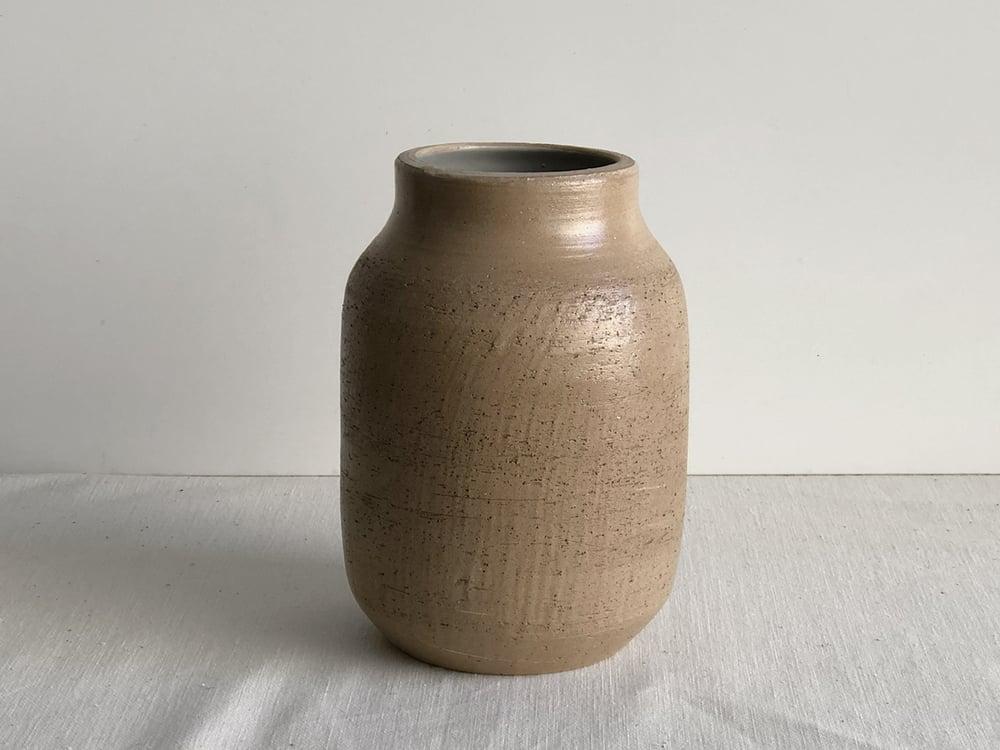 Image of Taipa brown earth vessel
