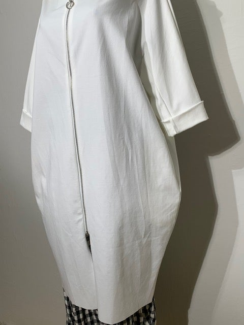 Image of GIACCA LUNGA OVER IN JERSEY BIANCO CON ZIP (WENDY TRENDY)
