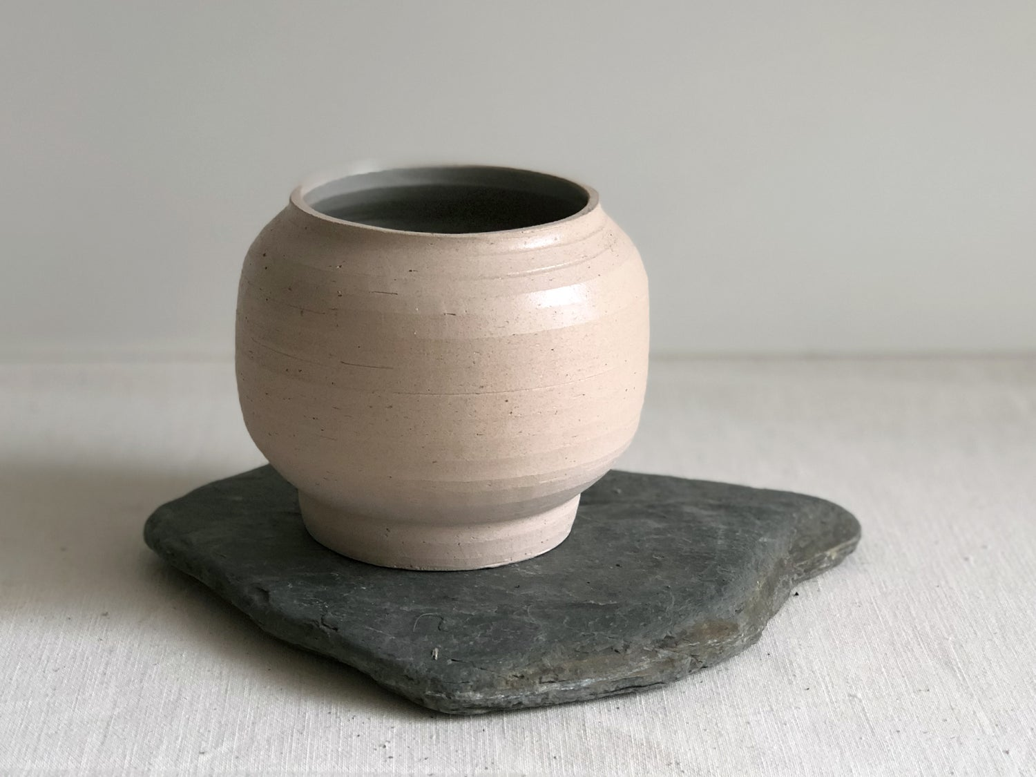 Image of Taipa small round vessel with schist base