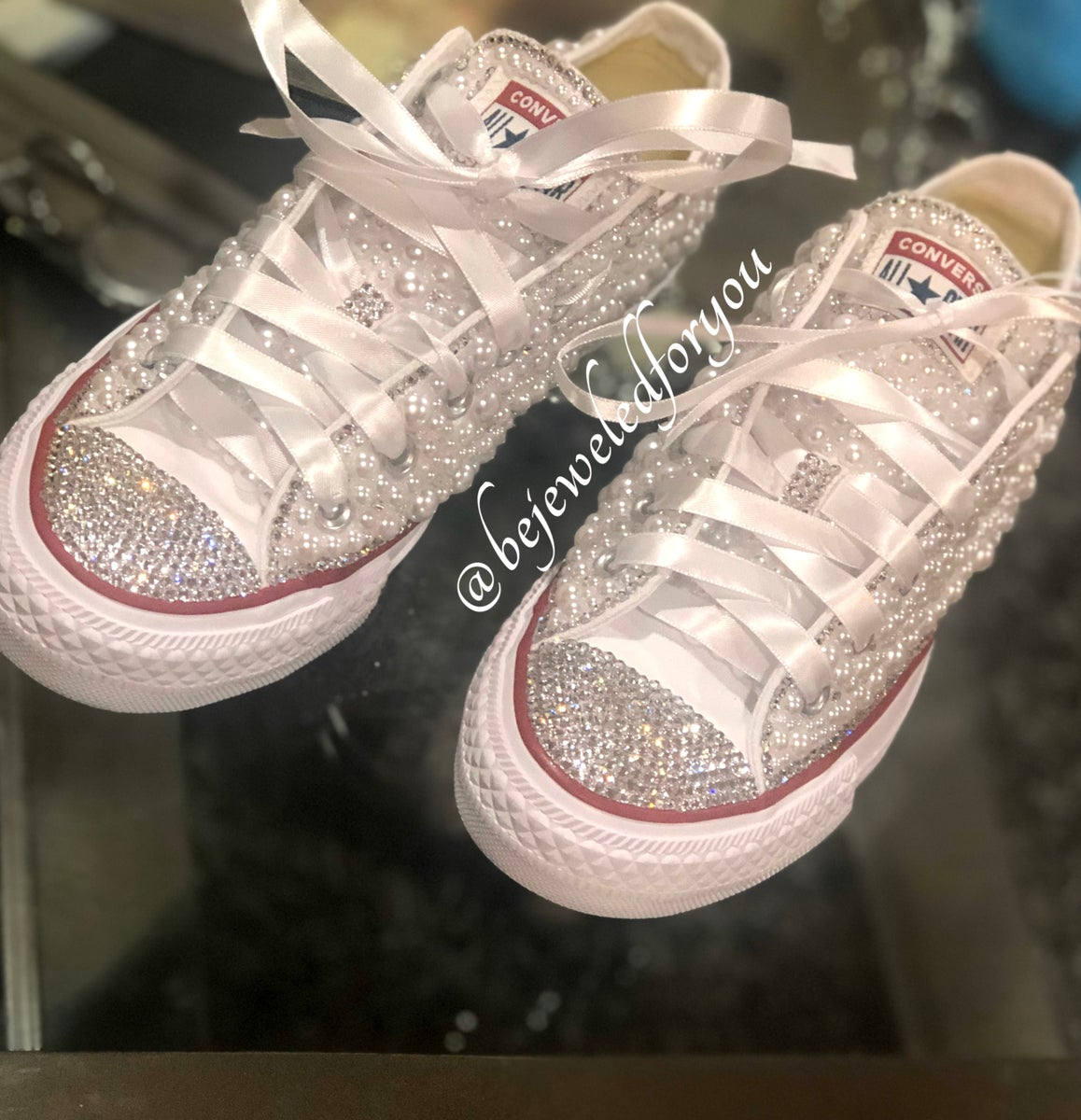 Sfavorevole Correre Eloquente  New Wedding All White Low Top Converse with Clear Swarovski Crystals and  White Pearls | Creationsbytm