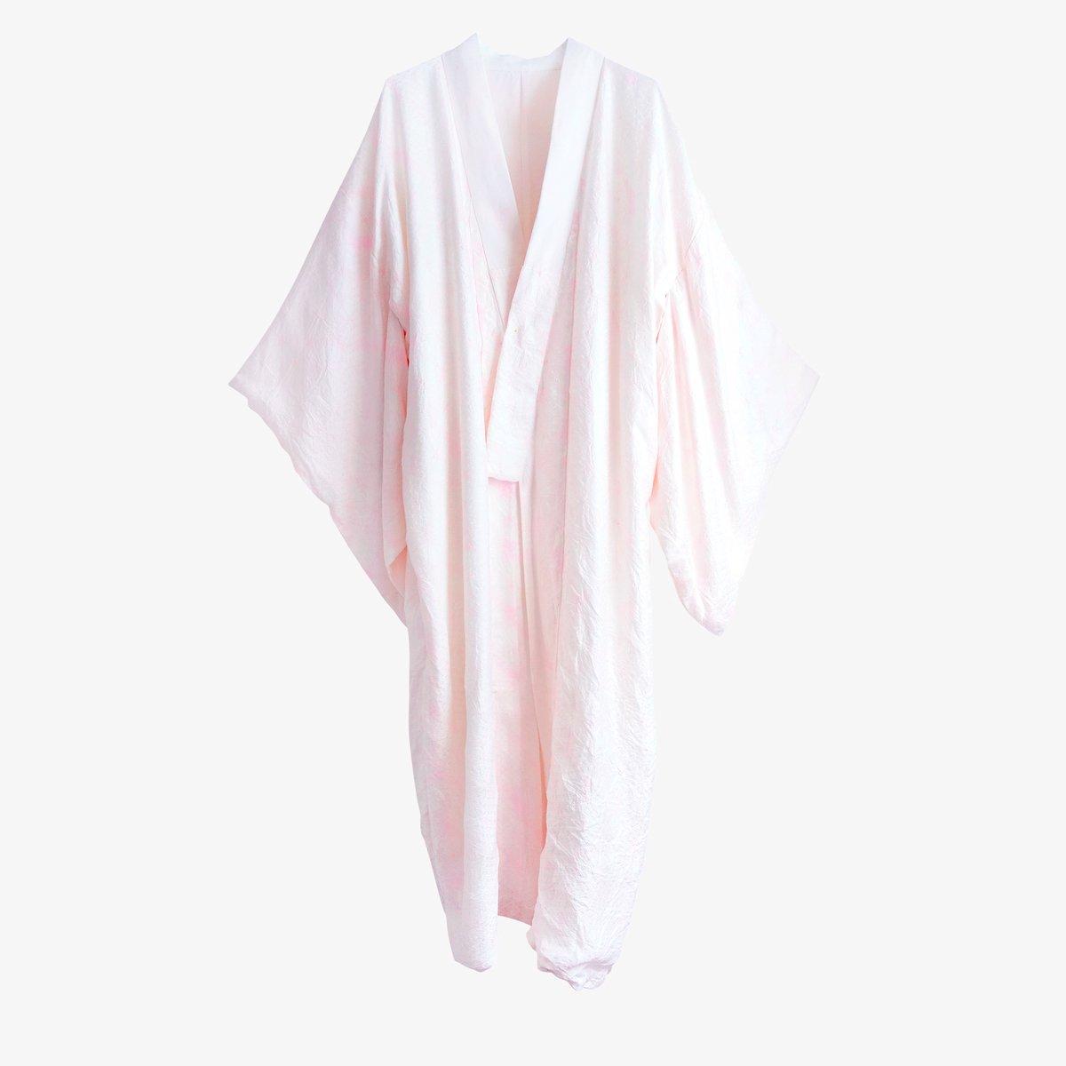 Image of silkekimono hvid med rosa geometri