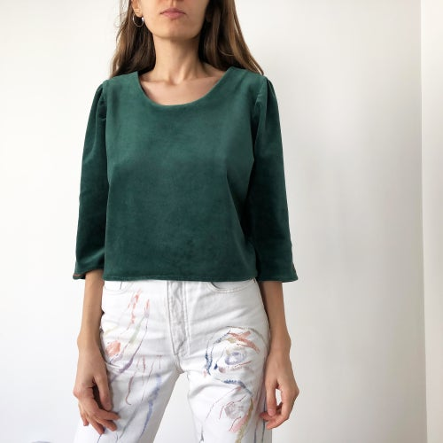 Image of Pre-order: Margareth shirt in green velvet 100% organic cotton in Berlin, hand embroidered in Paris
