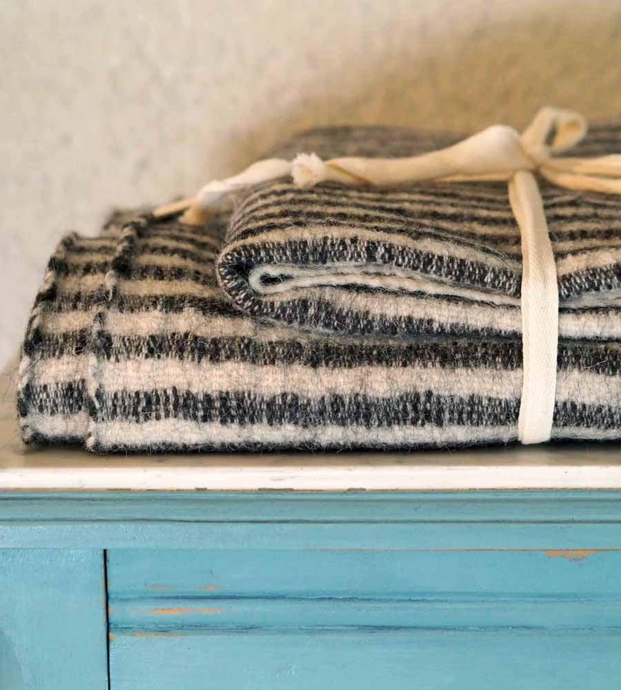 Image of Couvertures en Laine rayée x2