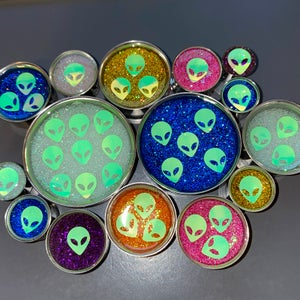 "Image of Alien Glitter Plugs (sizes 00g-2"")"