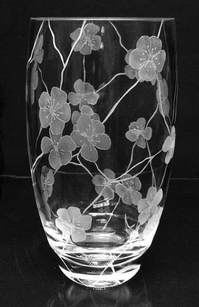 Image of Large 'cracks and flowers' vase