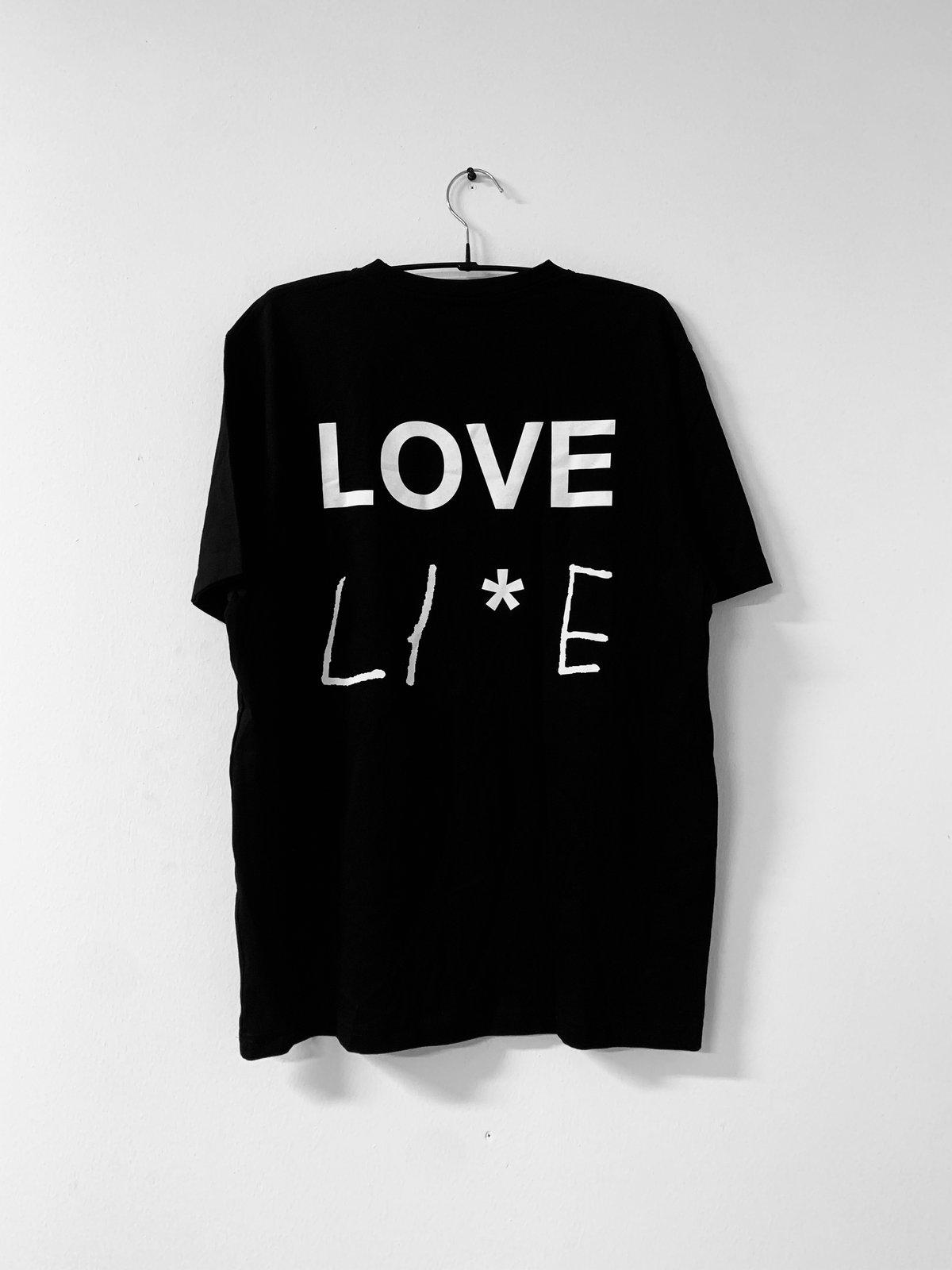 "Image of LIFE ""LOVE LI*E"" T-PAITA"