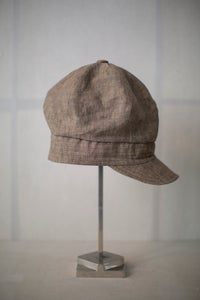 Image of Hand crafted loose cap in light brown mele linen by Der Antagonist