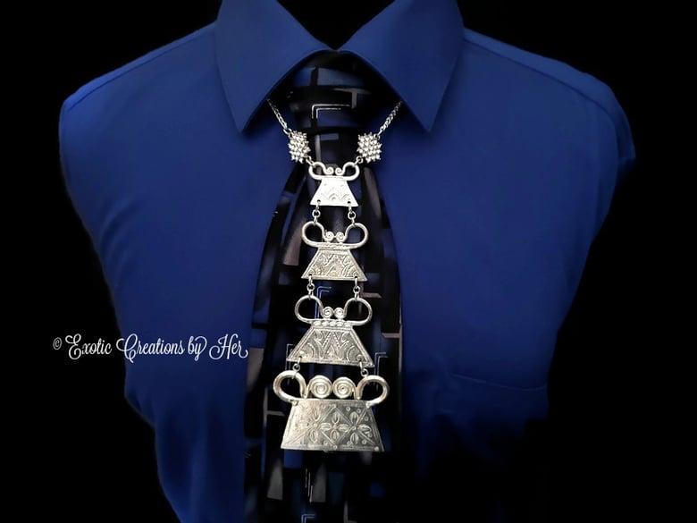 Image of Classic Jewel Tie