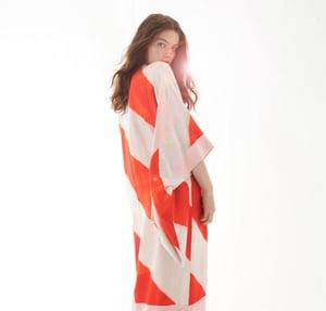 Image of Rød/hvid striped silke kimono m lyserød krave