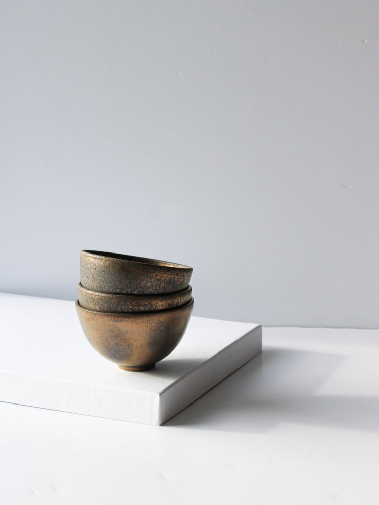 Image of small bowl in gold