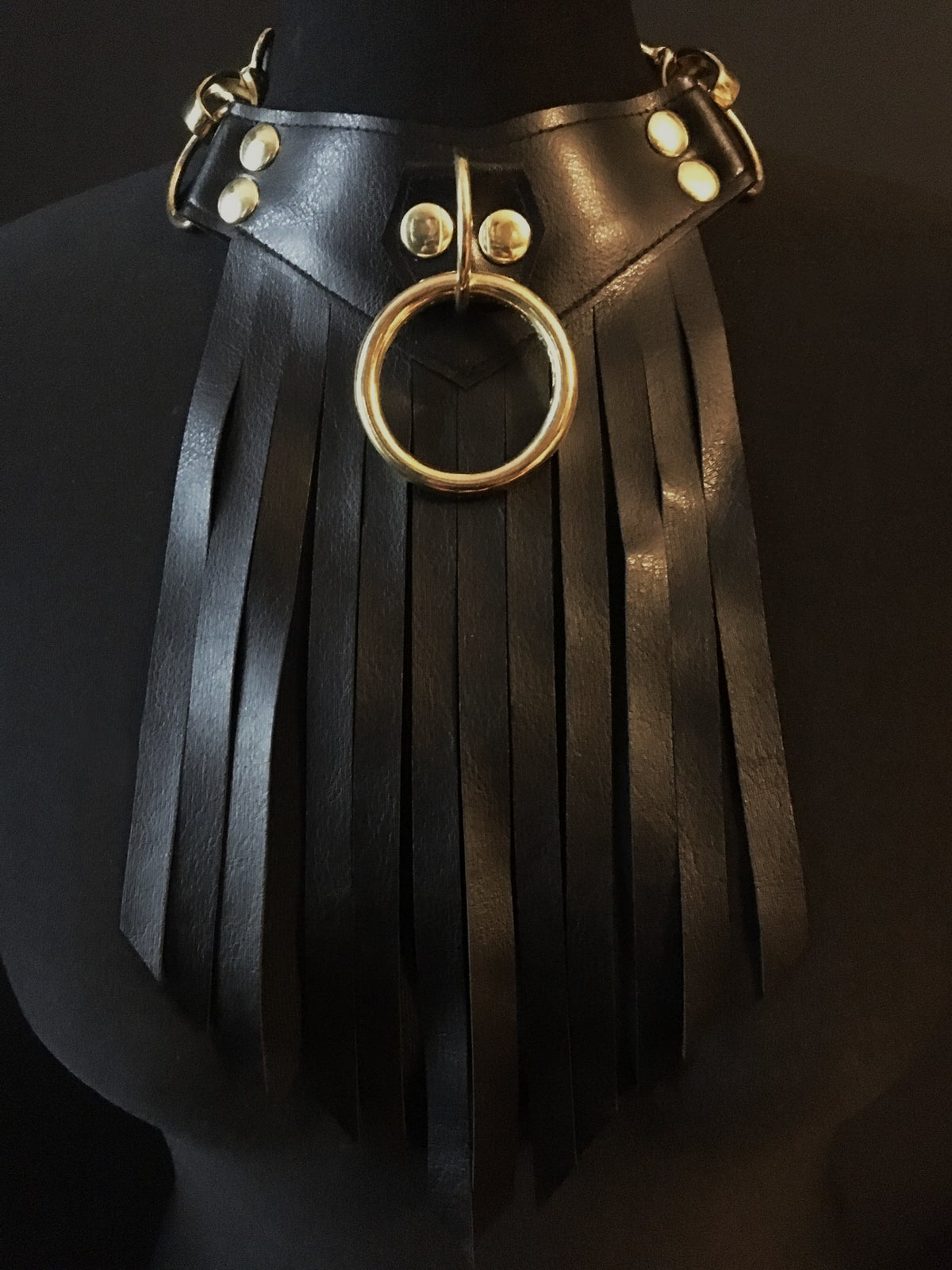 Pointed fringed necklace with gold details