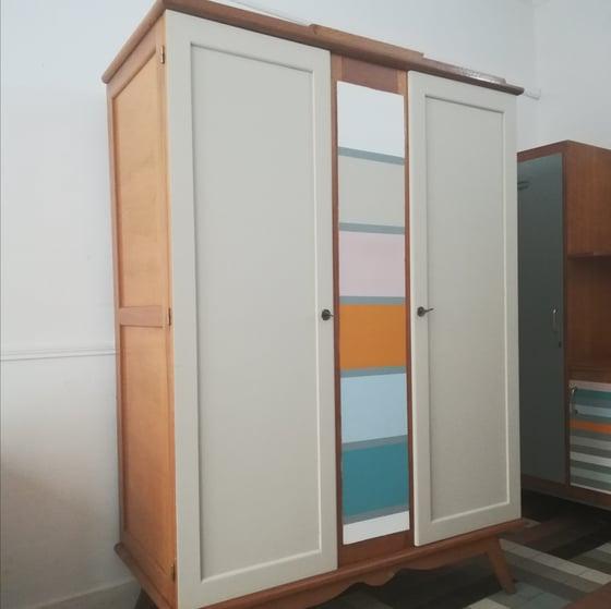Image of Petite armoire multicolore