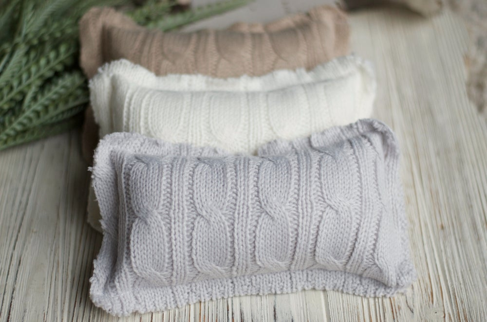 Image of Knitted pillow / bonnet set