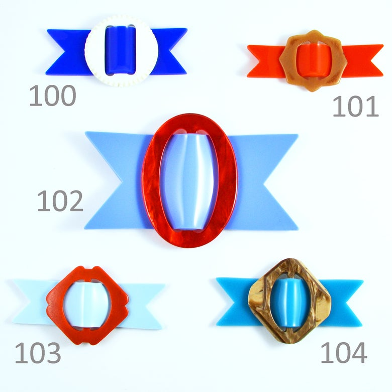 Image of Buckle brooches 100 to 104