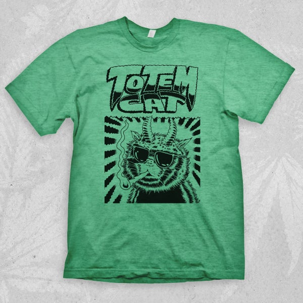 Image of TOTEM CAT T-SHIRT / SMOKING CAT (HEATHER IRISH GREEN / SAND)
