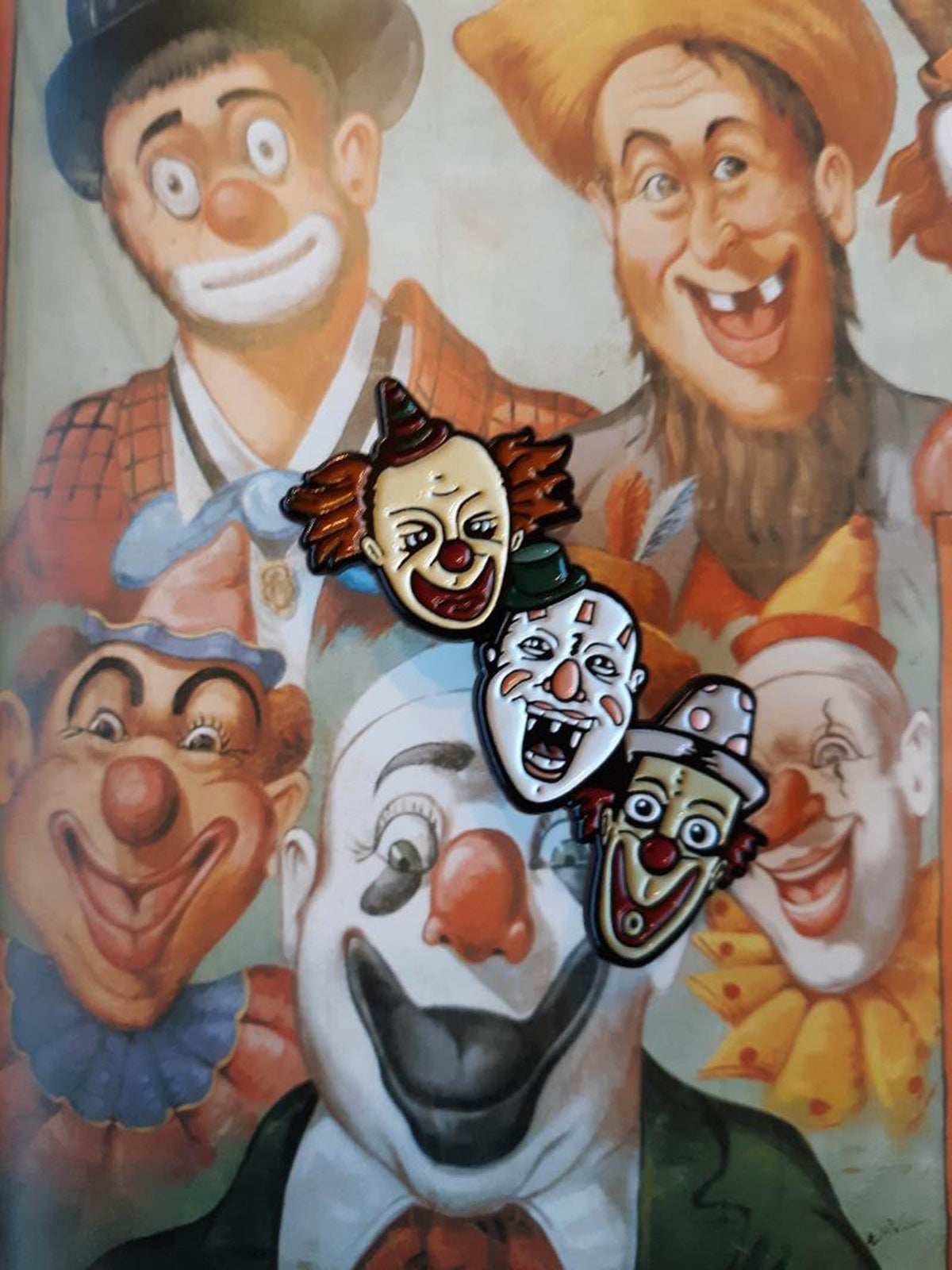 "Sideshow Stars CREEPY CLOWN TRIO 1.75"" Soft Enamel Pin"