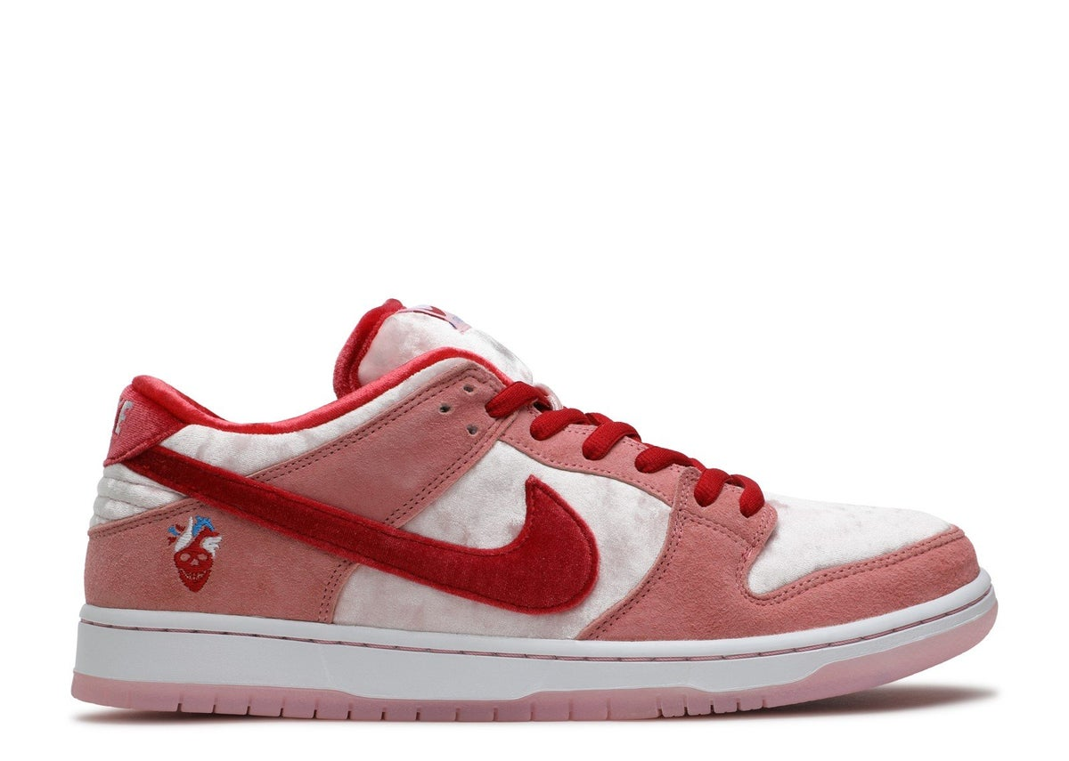 "Image of DUNK LOW SB ""STRANGE LOVE"""