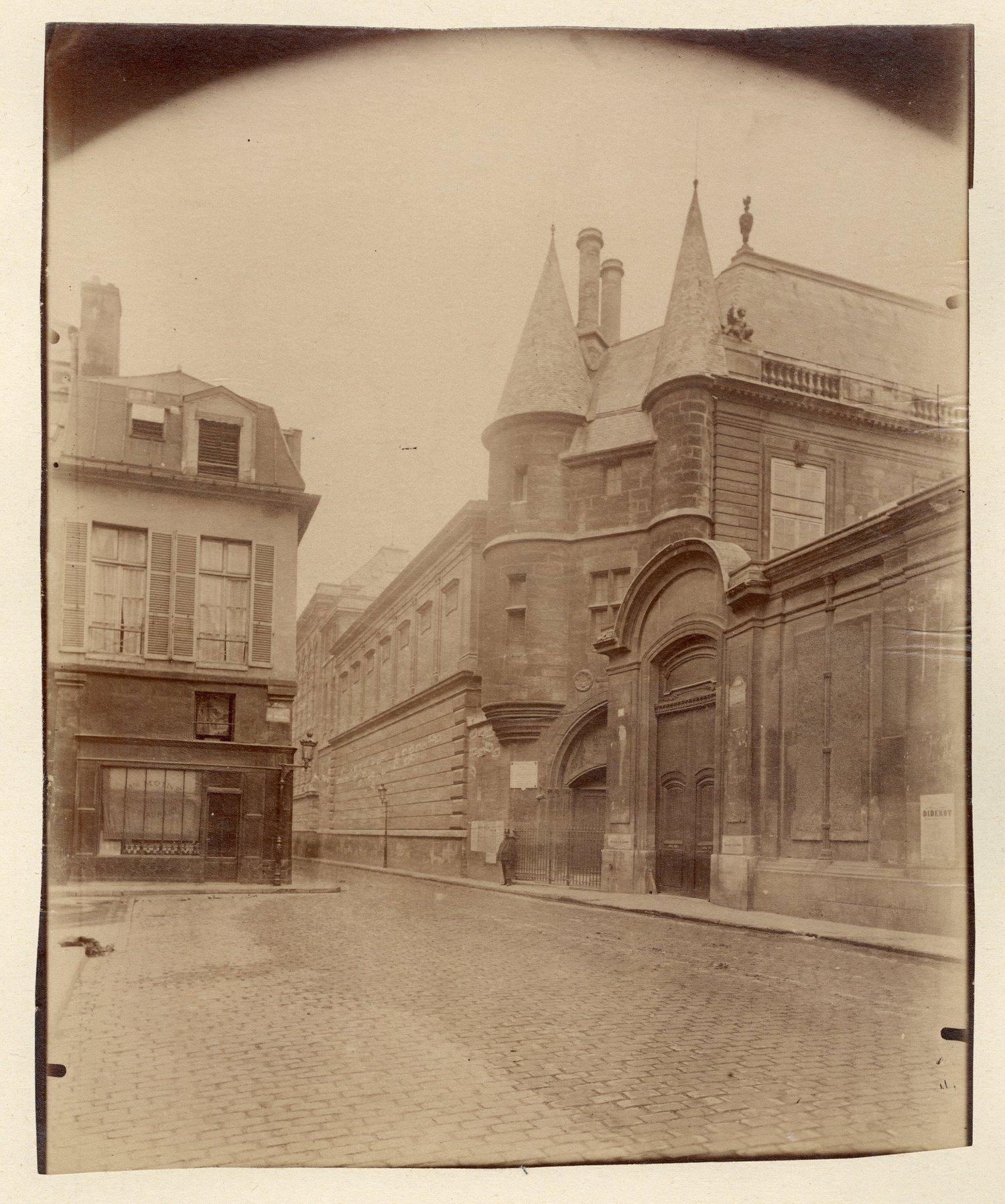 Image of E. Atget: Portail rue du Temple, Paris 3e, ca. 1910