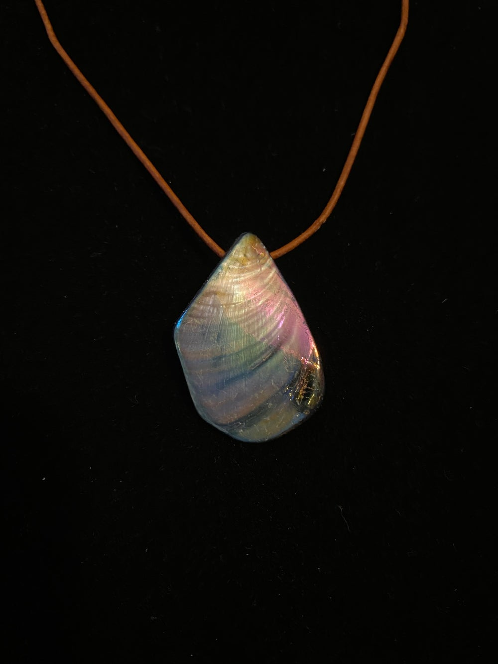 Shell Flake Leather Necklace