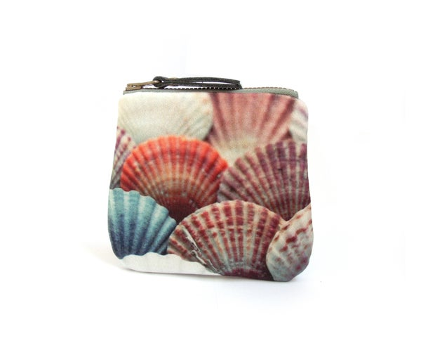 Image of Seashells velvet zipper purse