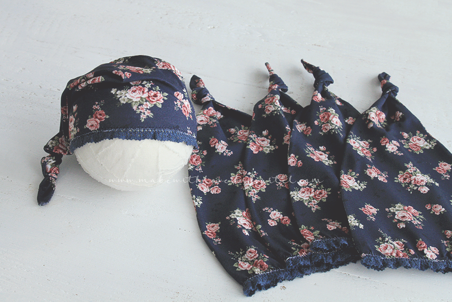 Image of SLEEPY CAP - NAVY ROSE