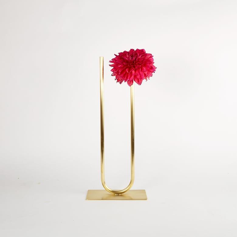 Image of Uneven U Vase, Vase 00408 - for fine/medium stemmed foliage
