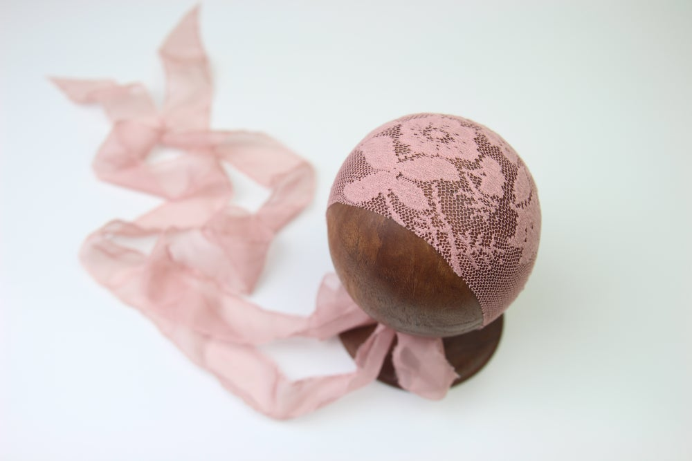 Image of Newborn Bonnet - M