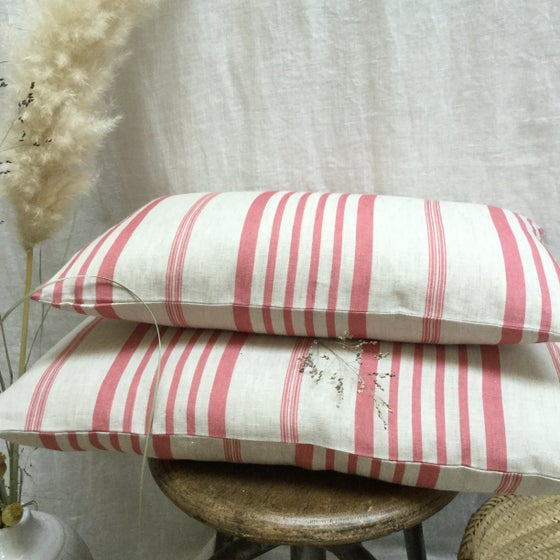 Image of Housse de coussin Jolly Stripe raspberry  2 tailles recto/verso