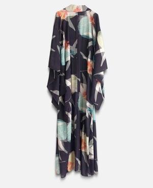 Image of Sort silke kimono med guldsmede motiv