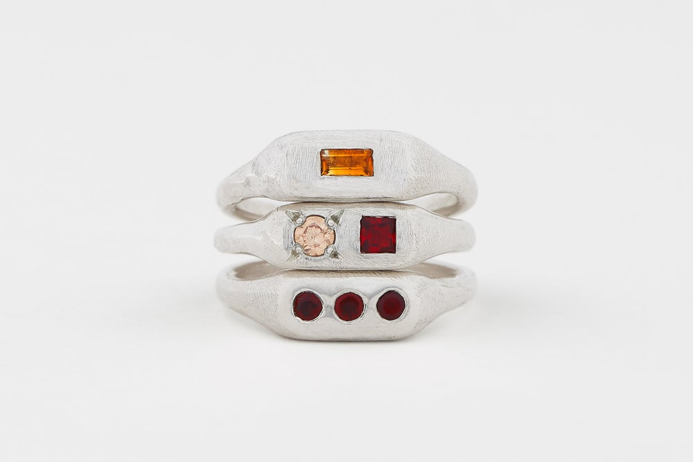 Image of Pill ring with stone